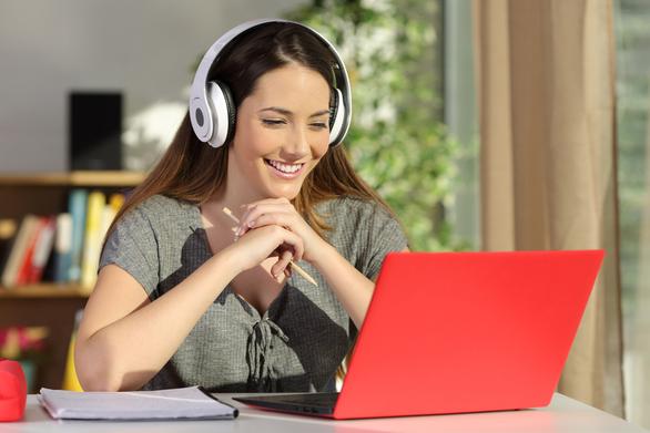 estudiante de clases ingles online en pamplona